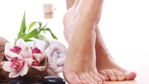 Füße peelen. Wie sollt ihr den Bimsstein anwenden, um schöne Füße zu haben?