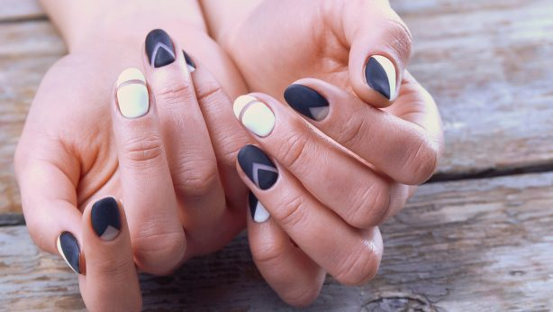 Maniküre DIY. Wie lackiere ich meine Fingernägel im Sommer?