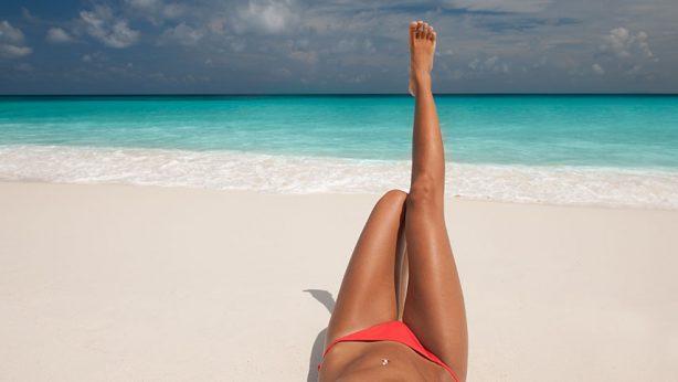 Sand an Füßen: wie könnt ihr die am Strand verbrachte Zeit angenehmer machen?