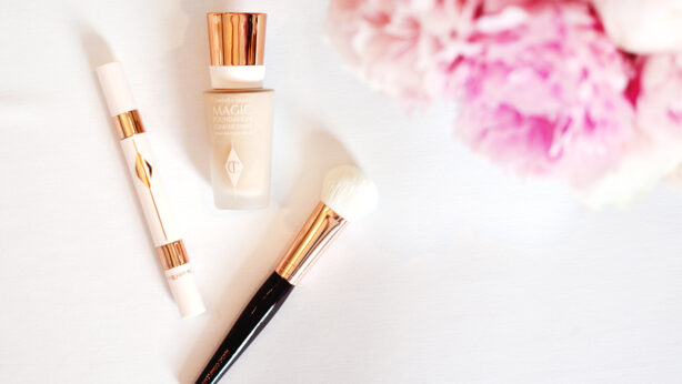 Wie wirkt die Foundation Charlotte Tilbury Magic Foundation?